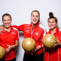 Entraînement au sprint et remise de montres aux joueuses de l'équipe nationale féminine suisse de football